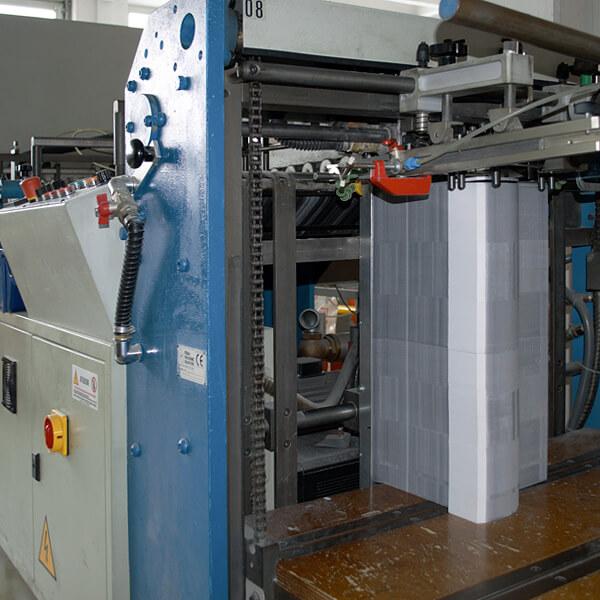 Weiterverarbeitung Printprodukte: Klebemaschine