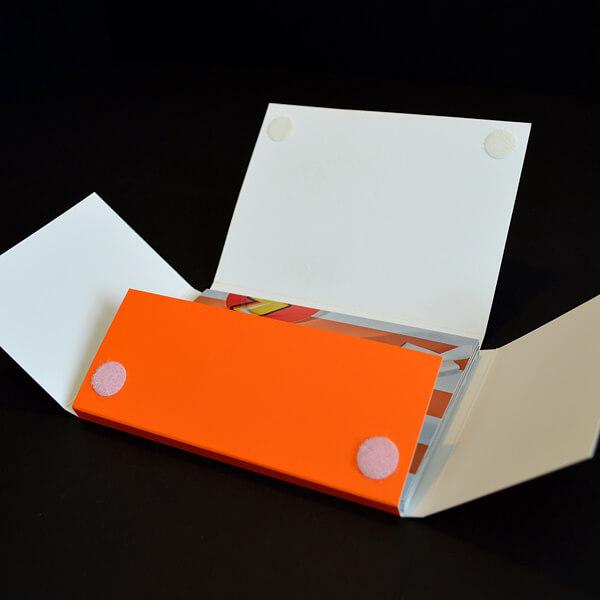 Mappe als Verpackung mit Verschlussklebern