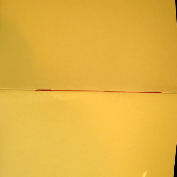 Heftstichnaht rot, Papier gelb