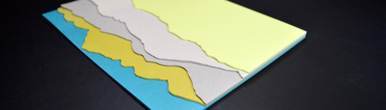 Schreibblock mit fünf verschiedenen Formen, gestanzt, in unterschiedlichen Farben