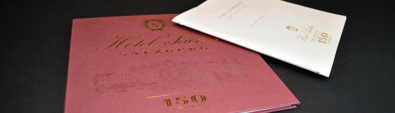 Jubiläumsmappe Hotel Sacher mit Goldprägung