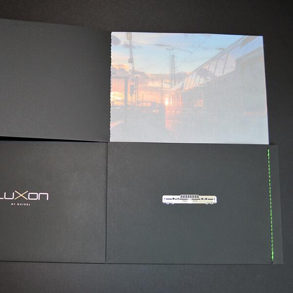 Steppstichheftung: neongrün auf schwarzem Karton