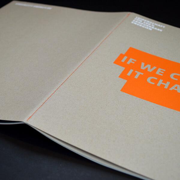 Steppstichheftung: orange auf Cover grau, Druck: orange